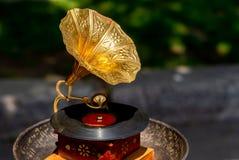Phonographe - antiquités justes à Bucarest images stock