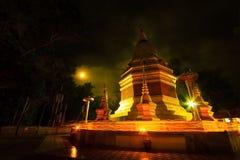 Phopphra, Tailandia - maggio 10,2017: una cerimonia buddista dove pe Fotografia Stock Libera da Diritti