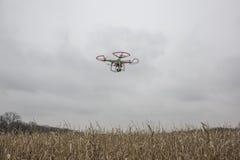 Photo éditoriale d'un bourdon fantôme de DJI en vol avec une édition montée de noir de GoPro Hero3 Photos stock