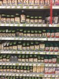 Photo éditoriale d'une vitamine et d'un affichage de supplément à un magasin de nourriture biologique dans le Canada photo libre de droits