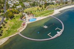 Photo aérienne d'une clôture de natation chez Geelong, Australie images stock