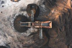 Photo aérienne d'une trieuse de saleté et de tamis de sol prise d'en haut images libres de droits