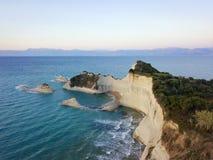Photo aérienne de cap Drastis à l'île de Corfou en Grèce au coucher du soleil Photos libres de droits