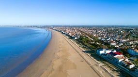 Photo aérienne de plage de Chatelaillon dans Charente maritime image stock