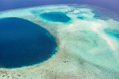 Photo aérienne de plage tropicale des Maldives de beau paradis sur l'île Concept d'été et de vacances de voyage image libre de droits