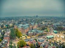 Photo aérienne de Rijksmuseum pendant le jour de brouillard d'hiver photographie stock