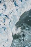 Photo aérienne du vêlage de glacier de l'Alaska Hubbard Photographie stock