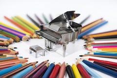 Photo abstraite de la musique Petit piano en métal avec le carnet Image libre de droits