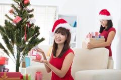 Photo asiatique de Noël de mode de vie d'ami Image libre de droits