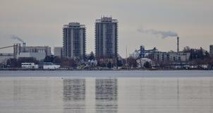 Photo avec une vue sur le port en hiver Photographie stock libre de droits