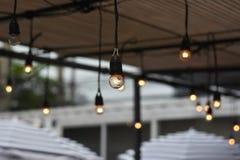 Photo brouillée par fond : Lumières extérieures de ficelle Images stock