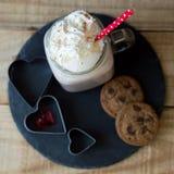 Photo carrée de boisson de chocolat chaud avec la crème fouettée Photos libres de droits