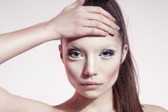 Photo claire de beauté de jeune modèle de brunette Photos stock