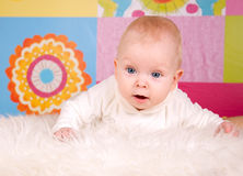 Photo colorée de petite fille de bébé Photographie stock libre de droits