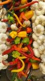 Photo colorée des épices sèches sur le marché Photo libre de droits