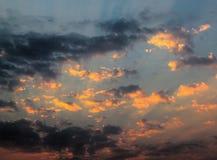 Photo colorée des nuages HDR de coucher du soleil Photographie stock libre de droits