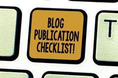 Photo conceptuelle d'affaires de liste de contrôle de publication de blog d'apparence d'écriture de main présentant la liste rece images stock