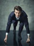 Photo conceptuelle de jeune homme d'affaires commençant sa carrière Photographie stock libre de droits