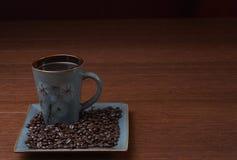 Photo courante d'une cuvette de café avec des grains de café image libre de droits