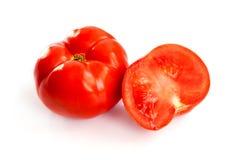 Photo courante de deux tomates d'isolement sur le fond blanc Photo stock
