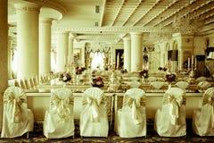 Photo courante - pièce et salon grands de luxe de Dinning Photo stock