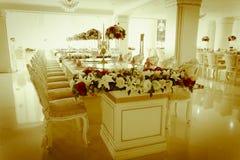 Photo courante - pièce et salon grands de luxe de Dinning Photos stock