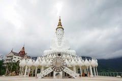 Photo courante - temple de Phasornkaew en Thaïlande Images stock