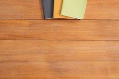 Photo créative de configuration d'appartement de bureau d'espace de travail Fond en bois de table de bureau avec la moquerie vers Photos libres de droits