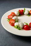Photo cultivée de salade caprese Image libre de droits