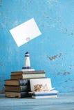 Photo décorative et articles marins sur le fond en bois Photos libres de droits
