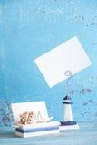 Photo décorative et articles marins sur le fond en bois Photos stock