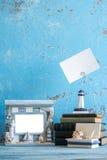 Photo décorative et articles marins sur le fond en bois Photographie stock libre de droits
