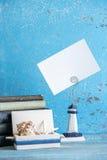 Photo décorative et articles marins sur le fond en bois Image libre de droits