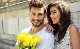Photo d'été des couples heureux photos libres de droits