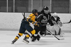 Photo d'action d'hockey images stock