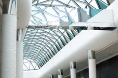 Photo d'architecture moderne, le plafond du verre sous la forme o Photo libre de droits