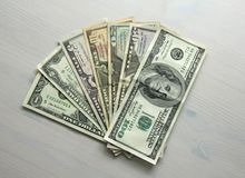 Photo d'argent Dollars de papier de différentes dénominations - 1, 2, 5, Photo stock