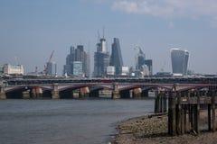 Photo d'horizon de Londres montrant des bâtiments au ` de bâtiment de talkie-walkie de ` de rue de 20 Fenchurch et à la rue de 12 Photo libre de droits