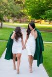 Photo d'obtention du diplôme d'université sur le campus universitaire Photographie stock libre de droits