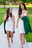 Photo d'obtention du diplôme d'université sur le campus universitaire Photo libre de droits