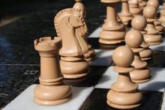 photo d'un échiquier et des pièces d'échecs Photos libres de droits
