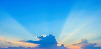 Photo d'un ciel bleu avec des nuages Images libres de droits