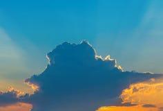 Photo d'un ciel bleu avec des nuages Photo libre de droits