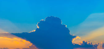 Photo d'un ciel bleu avec des nuages Image libre de droits