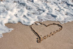 Photo d'un coeur sur le sable Images libres de droits