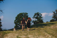 Photo d'un couple dans les montagnes Photo stock