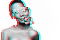 Photo d'un modèle de jeune fille avec un regard africain Image stock