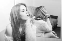 Photo de belle jeune femme romantique blonde Photographie stock