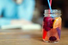 Photo de boisson de fruit faite à partir de rasberry et du citron photographie stock libre de droits