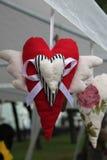 Photo de coeur de jouet avec des ailes Image stock